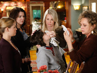 Lauren Graham, Parenthood, ... | FAMILY MATTERS - (From left) Erika Christensen, Lauren Graham, Max Burkholder, Monica Potter, and Bonnie Bedelia star in the new comedy-drama Parenthood .