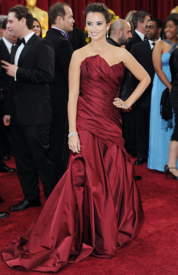 PENELOPE CRUZ Though the Best Supporting Actress nominee's Donna Karan gown was a bit heavy on material, its rich crimson hue more than made up…