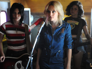 Kristen Stewart, The Runaways | CHICK ROCK Kristen Stewart, Dakota Fanning and Alia Shawkat are The Runaways