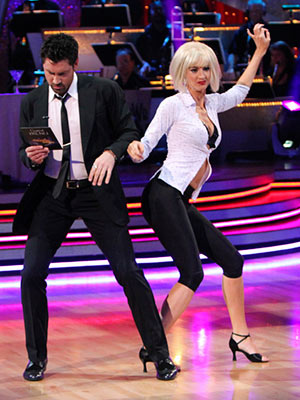 Dancing with the Stars | ERIN ANDREWS AND MAKSIM CHMERKOVSKIY: JIVE To truly become Mia Wallace in Pulp Fiction , Erin desperately needed to switch the colors of her wig…