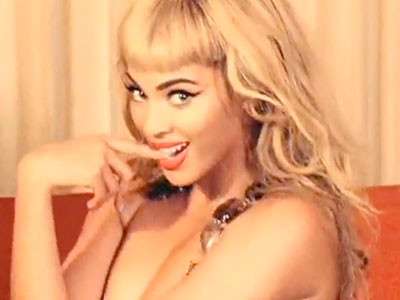 Beyonce Knowles | BEYONCÉ'S ''WHY DON'T YOU LOVE ME?'' video Beyoncé cavorts like a 1950s pinup model as she asks a wayward boyfriend the title question. After watching…