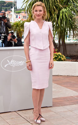 Cate Blanchett | CATE BLANCHETT Blanchett picked an elegant Armani Privé ensemble — with sleeves that flicked at something a little more edgy — for a Robin Hood…