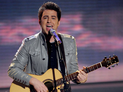 American Idol | ''TREAT HER LIKE A LADY'' Lee DeWyze R&B Week For his first few weeks on the show, Lee performed with the pitch and conviction of…