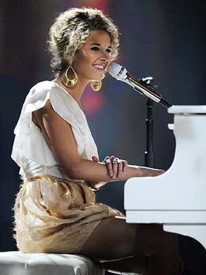 American Idol | ''THE SCIENTIST'' Katelyn Epperly Semifinals (Top 20) Katelyn may have been clad in a white, one-shoulder blouse and seated at a giant white piano, but…
