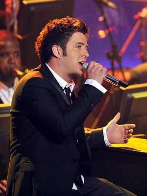 American Idol, Lee DeWyze | ''THAT'S LIFE'' Lee DeWyze Frank Sinatra Week Paired with an organ-heavy arrangement that was pure hipster throwback, Lee delivered the best performance of Sinatra Week…