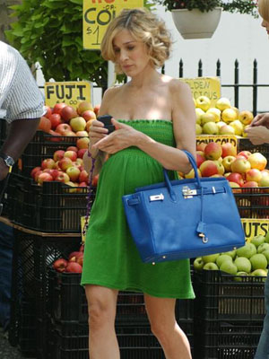 Sarah Jessica Parker, Sex and the City | If the show was trying to hide Parker's pregnancy, then why give her a dress that draws the eye directly to her belly?