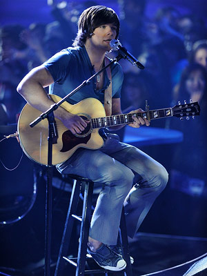 American Idol, Tim Urban | ''CAN'T HELP FALLING IN LOVE'' Tim Urban Elvis Presley Week Look, it would be farcical to accuse Tim Urban of being a fantastic vocalist, but…