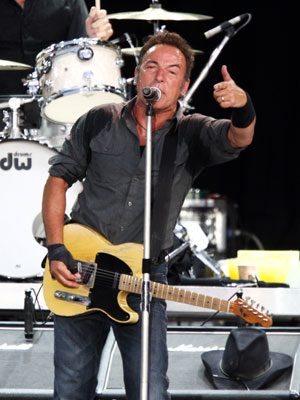 Bruce Springsteen | Bruce Springsteen's LONDON CALLING: LIVE IN HYDE PARK Last June, the Boss rocked a crowd of 50,000 Brits for three hours. This two-DVD set will…
