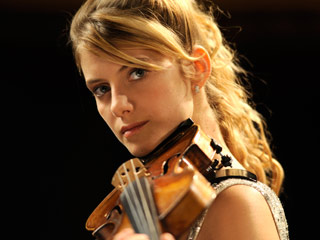STRING YOU ALONG Mélanie Laurent plays in The Concert