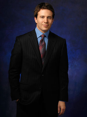 JEFF GLOR on CBS Evening News He may be relatively new on the national scene, but this anchorman is keeping it classy. —AW