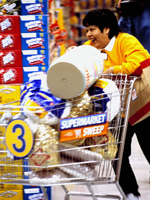 SUPERMARKET SWEEP Long before players raced around the globe for cash on The Amazing Race , they were racing around a grocery store on Supermarket…