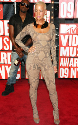 Amber Rose   Nothing To Hide No idea where she put her keys and lipstick, but in this demure snakeskin bodysleeve, Kanye's then-paramour brought VMAs fashion to its…