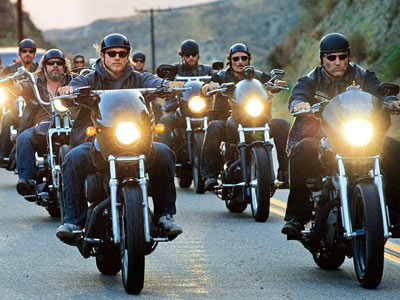 Sons of Anarchy | SONS OF ANARCHY season 2 on DVD FX's pulp series about an outlaw biker gang revved itself up in its second season with juicier plotlines,…