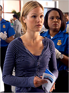 Julia-Stiles-in-Dexter