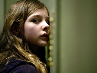 Let Me In | SPOOKY! SCARY! Chloe Grace Moretz plays a cute li'l bloodsucker in Let Me In