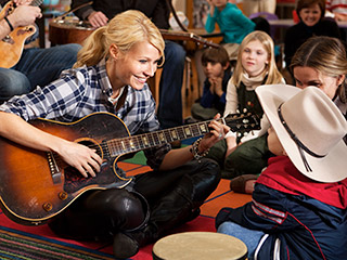 Country Strong | GUITAR GODDESS Gwyneth Paltrow sings a song for the kids in Country Strong