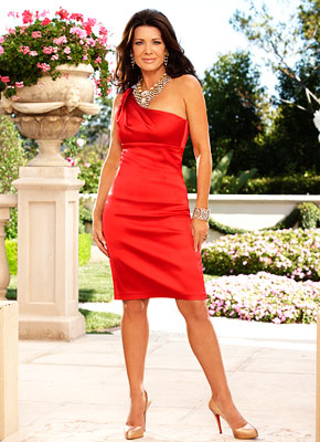 Real Housewives of Beverly Hills | LISA VANDERPUMP Bio: The cast's resident Brit has been in the U.S. just five years, but has already made her mark on the States —…