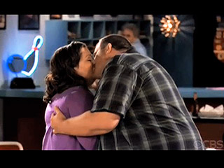 mike-and-molly-kiss