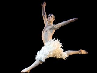 Swan Lake | MATTHEW BOURNE'S SWAN LAKE Richard Windsor as ''The Swan''