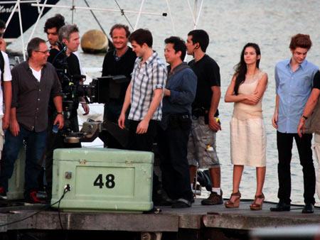Kristen Stewart, Robert Pattinson   Even the stand-ins (right) are waiting.