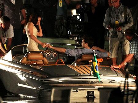 Kristen Stewart, Robert Pattinson | Not quite as romantic with the crew around.