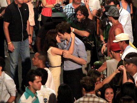 Kristen Stewart, Robert Pattinson | Oh, another take.