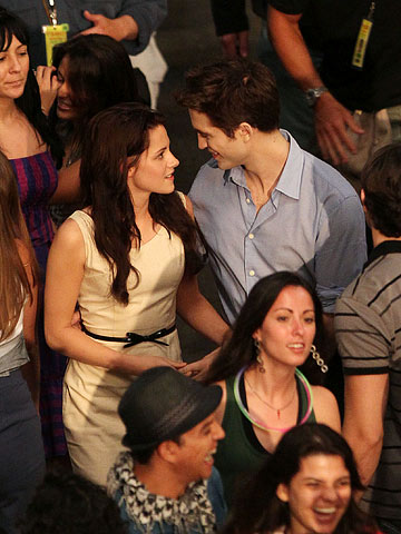 Kristen Stewart, Robert Pattinson | A mature-looking Bella (Kristen Stewart) and Edward (Robert Pattinson) hit the streets of Rio de Janeiro for their honeymoon.