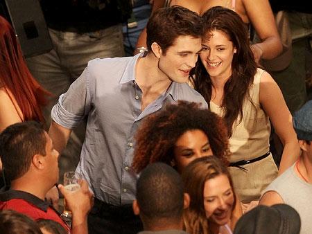 Kristen Stewart, Robert Pattinson | This is an excellent shot of their hair.