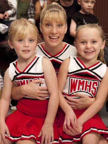 Glee | No, those aren't two mini-Brittanys. The one on the right is mini-Quinn.