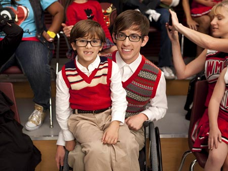 Glee | Mini-Artie appears to be wearing regular-size glasses.