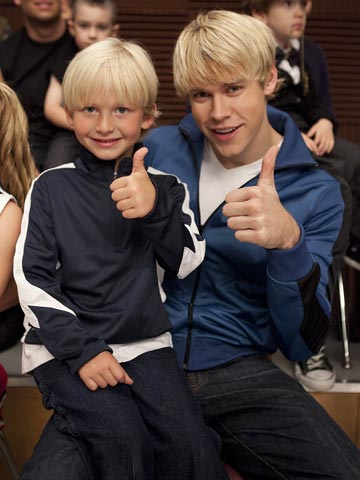 Glee | Mini-Sam, we give you a thumbs-up right back.