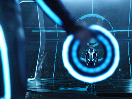 TRON: Legacy | I CAN SEE YOUR HALO Garrett Hedlund goes digital in TRON: Legacy