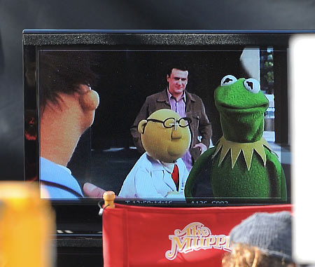 Muppets | Jason Segal with Kermit and Dr. Bunsen Honeydew on the set of The Muppets movie in Los Angeles