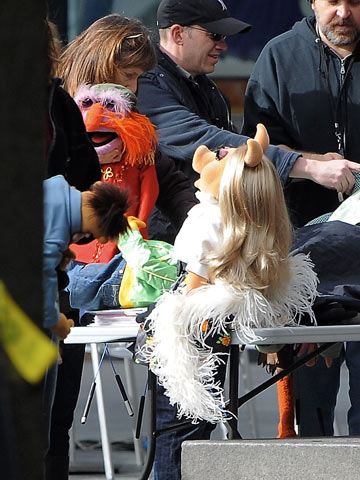 Muppets | Miss Piggy and Sgt. Floyd Pepper on the set of The Muppets movie in Los Angeles