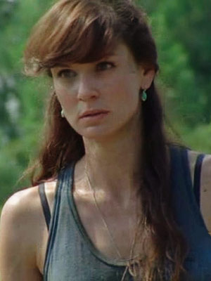 Sarah Wayne, Sarah Wayne Callies, ... | Lori Grimes (Sarah Wayne Callies), The Walking Dead I hope she purloined some sanitized scissors from the CDC. What good is outlasting the zombiepocalypse if…