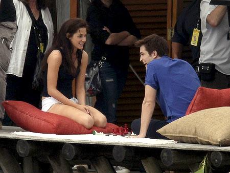 Twilight, Kristen Stewart, ... | Kristen Stewart and Robert Pattinson shooting Twilight Saga: Breaking Dawn in Brazil