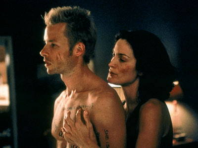 Memento, Guy Pearce | The intriguingly disorienting storytelling is the story in Christopher Nolan's ingenious puzzle of a psychological thriller. By creating a kind of narrative helix, reeling backward…