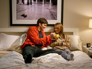 FRIENDLY CARNAL KNOWLEDGE Ashton Kutcher and Natalie Portman try desperately not to fall in love in No Strings Attached