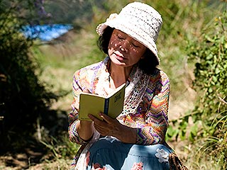 FINDING WORDS Yun Jung-hee reads to remember in Poetry