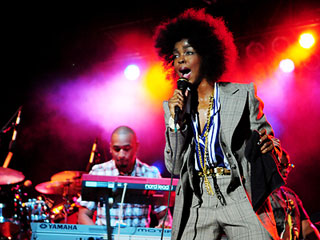Lauryn Hill Performing