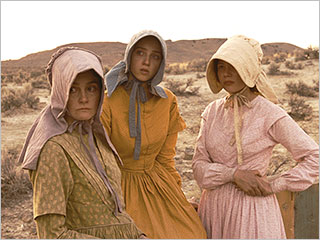 Zoe Kazan, Shirley Henderson, ... | THROUGH THE OREGON DESERT Shirley Henderson, Zoe Kazan and Michelle Williams in Meek's Cutoff