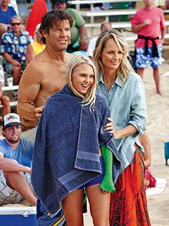 Helen Hunt, AnnaSophia Robb, ... | SUPPORTIVE PARENTS Dennis Quaid, Helen Hunt, and AnnaSophia Robb in Soul Surfer