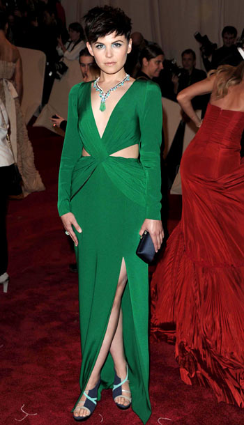 Ginnifer Goodwin | Nude may be the color du jour, but the Something Borrowed star proved a bright hue is never out of style in this stunning emerald…
