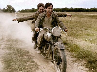 It's the young Che Guevara (Gael García Bernal) and his friend Alberto Granado (Argentine actor Rodrigo de la Serna, a real-life relative of Che's) doing…