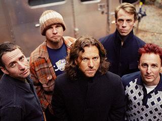 Pearl Jam, Eddie Vedder | SIR UKE Eddie Vedder dials things down on Ukulele Songs