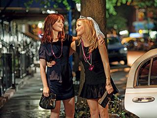 Something Borrowed | BFF? Rachel (Ginnifer Goodwin), a good-girl singleton and the dynamic yet egotistical Darcy (Kate Hudson) in Something Borrowed