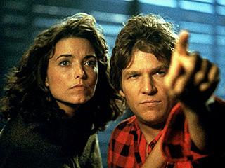 Karen Allen, Jeff Bridges, ...   HUNKY ALIEN AND EARTHLING Karen Allen and Jeff Bridges in Starman