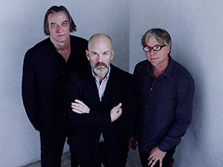 R.E.M., Michael Stipe | FALLING TO PIECES R.E.M.'s latest, Collapse Into Now