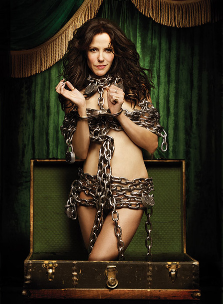 Mary-Louise Parker | Weeds , Showtime Why she's sizzling this summer: Every neighborhood has at least one sexy, badass soccer mom who runs her family's pot- and hash-dealing…