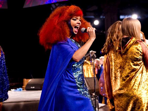 ''Crystalline,'' Björk